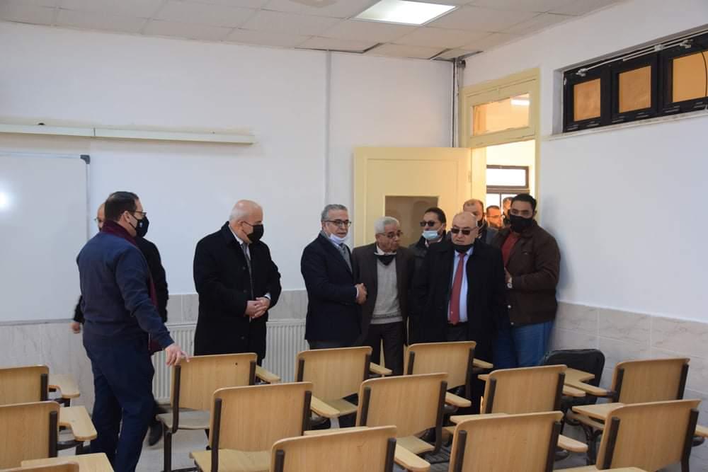 رئيس الجامعة الهاشمية يتفقد أعمال الصيانة الشاملة للمباني القديمة