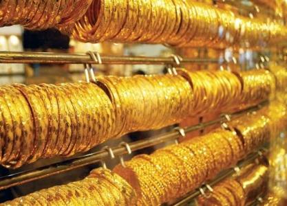 الذهب يتراجع بفعل صعود الدولار والأنظار على البنوك المركزية