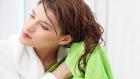 أضرار تجفيف الشعر بالمنشفة والطريقة الصحيحة للتعامل معه