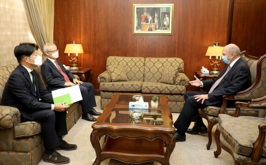 الفايز يلتقي سفيري كوريا الجنوبية وبنغلادش لدى المملكة
