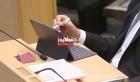 الخصاونة اول رئيس وزراء يرصد ملاحظات النواب على جهاز لوحي أيباد - فيديو