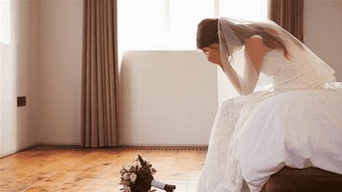 كورونا يجبر عروس على الهروب من حفل زفافها