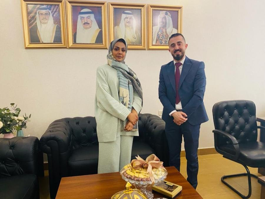 مندوب عمان الأهلية يزور الملحقية البحرينية