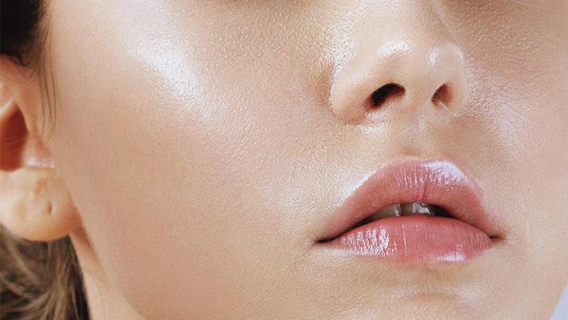 طرق العناية بالبشرة الدهنية والتخلص من اللمعان الزائد