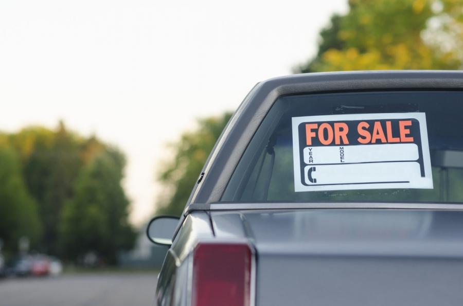 """""""سيارة للبيع"""".. حيلة يلجأ إليها بعض التجار لتضليل المواطنين"""