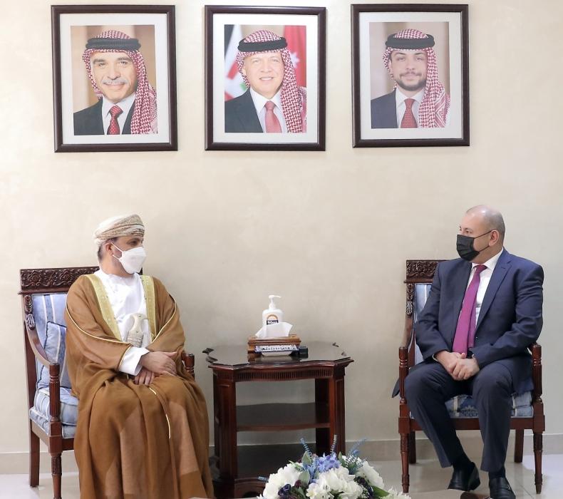 العودات يلتقي سفيرّ عُمان وكازاخستان - صور   جفرا نيوز